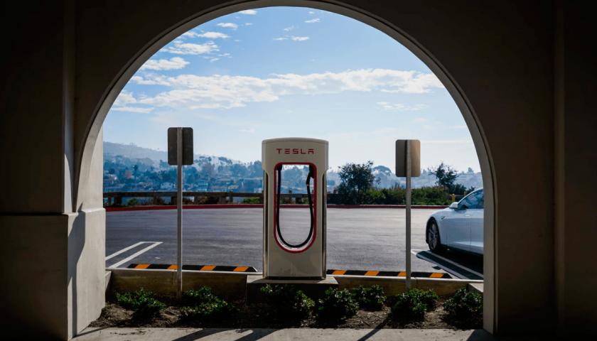 Em busca por lucratividade, Tesla corta 9% de seus funcionários